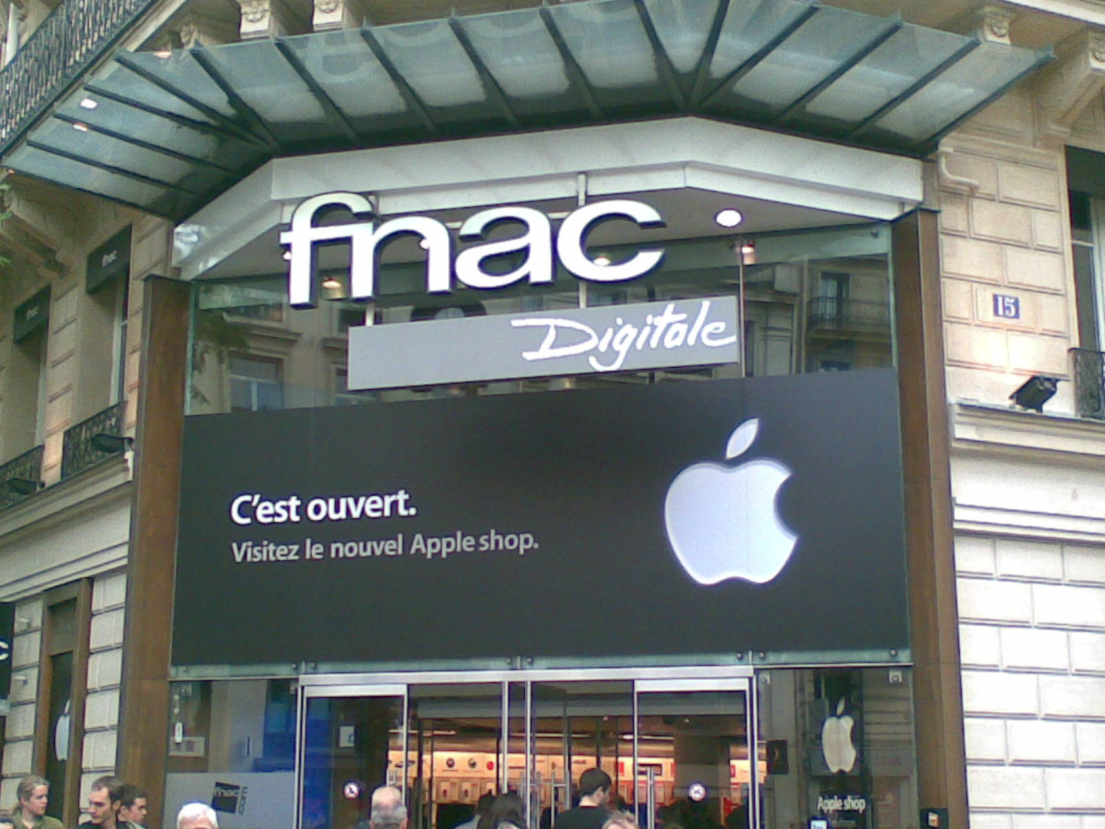 Apple Shop a ouvert à  la Fnac Digitale